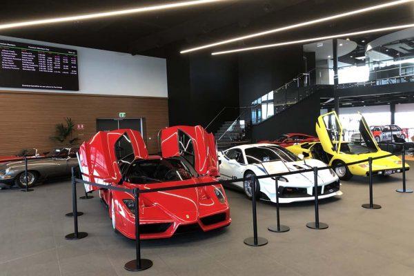 askin-xflam-vivid-facade-at-the-bend-motorsport